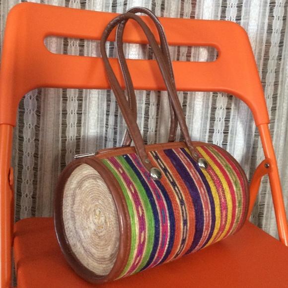 Vintage Handbags - SALE‼️ Woven Rainbow Circle Tube Back